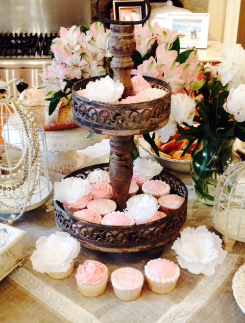 Vintage bridal shower cupcakes