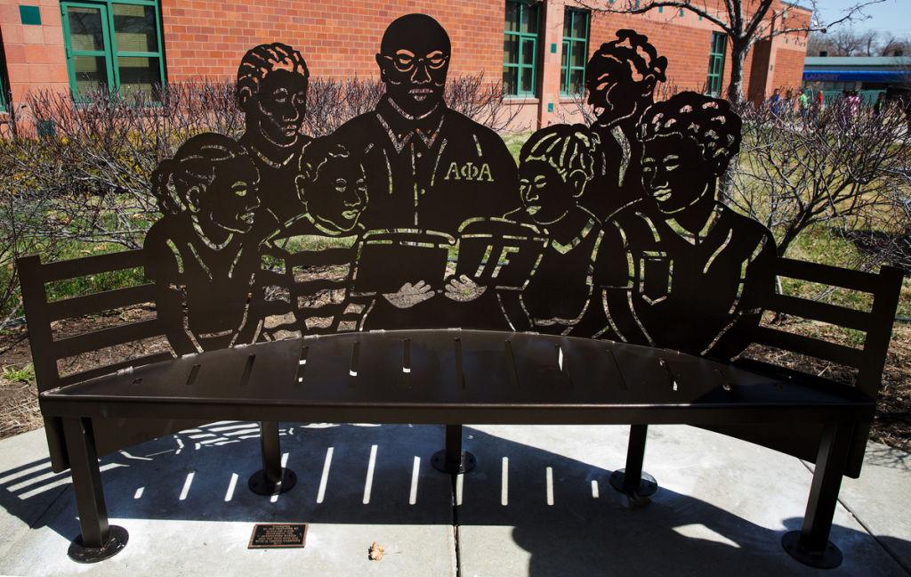 Read 2 Achieve bench