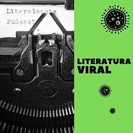 """Vemos à esquerda da imagem uma maquina de escrever, vista de cima, em cinza. No papel lê-se """"Literalmente podcast"""". Do lado direito lêmos """"Literatura Viral"""" em preto sobre fundo verde e há três bactérias na imagem."""