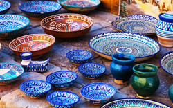shutterstock_545765626-Plates-and-pots-on-a-street-market-in-the-city-of-Bukhara_-Uzbekistan