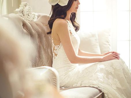 ドレスを綺麗に着こなすヨガポーズ