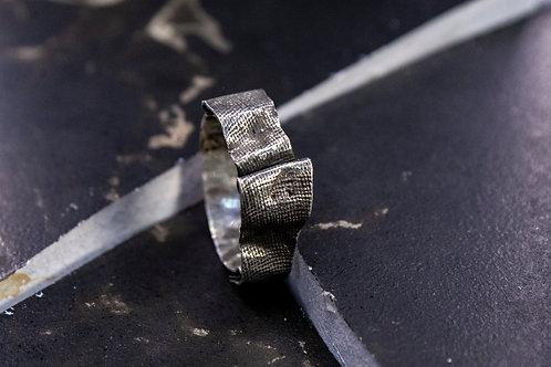 Кольцо с текстурой ткани