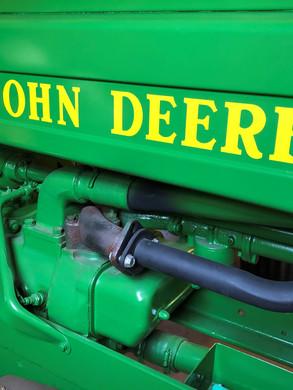 Tractor logo, Vintage Bldg..jpg