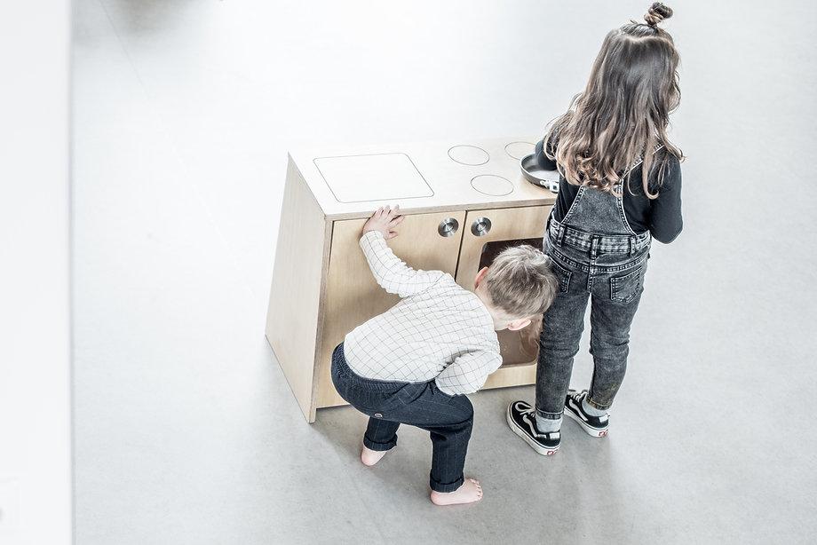 speelkeuken, kinderkeuken, keukenkastje, kinderopvang meubels, kinderopvangproducten, materialen kinderdagverblijf, inrichten kinderopvang, kinderopvang inrichting ruimte, kinderopvang meubilair, kinderopvang meubel, kinderdagverblijf inrichten, creche inrichting, kinderopvang materiaal
