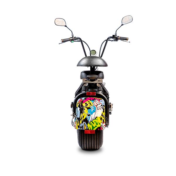 Elektrische-scooter-achter-graffiti