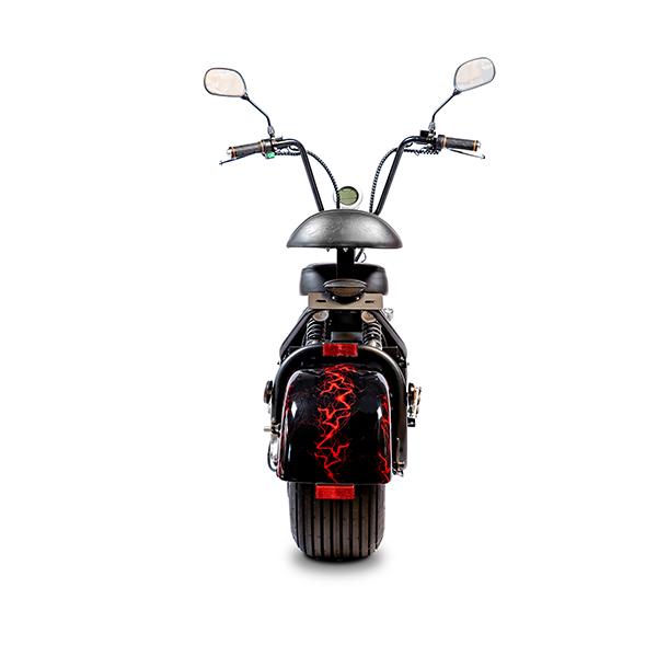 Elektrische-scooter-achter-zwart-rode-bl