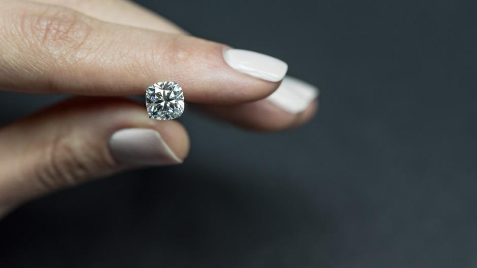什麼因素影響鑽石的閃爍度?