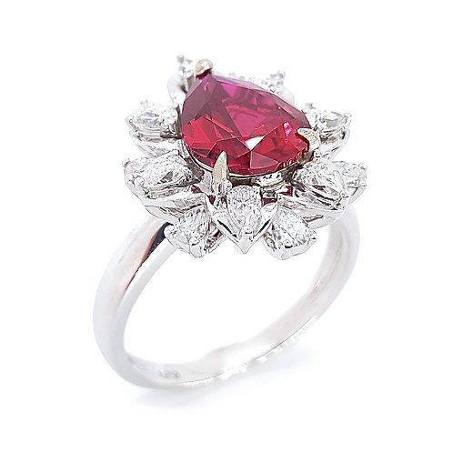 Pear-shaped lab grown ruby 18K ring 4.3ctw
