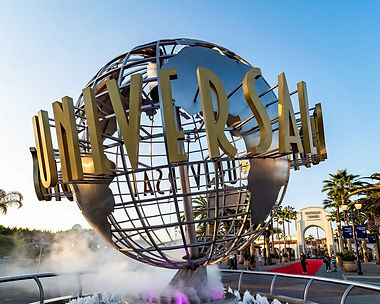 Universal-Studios-Hollywood-globe-entran