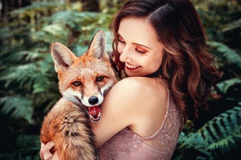 Ein echter Fuchs im Arm