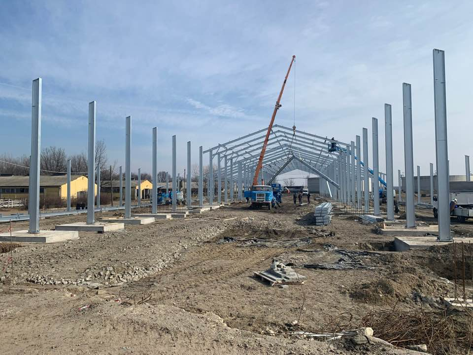 2 db 500 férőhelyes istálló építése