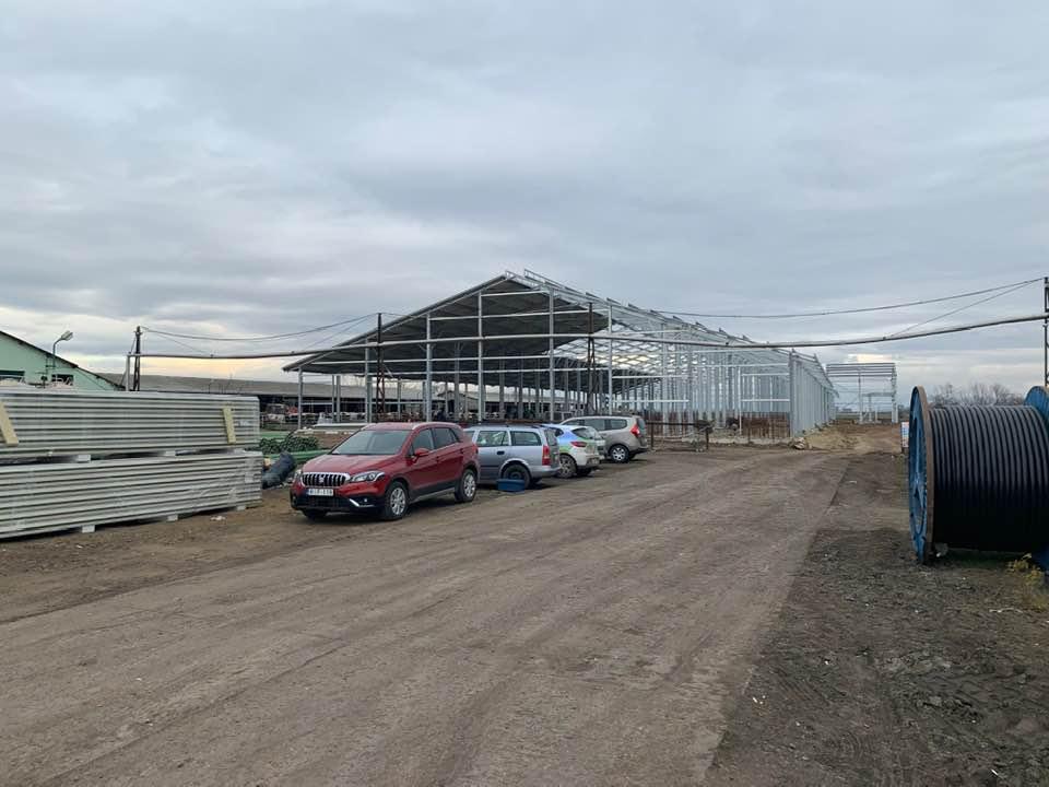 500 férőhelyes istálló építése