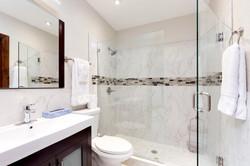 36_Bathroom2
