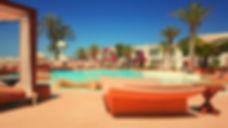 resort-918952_1920.jpg