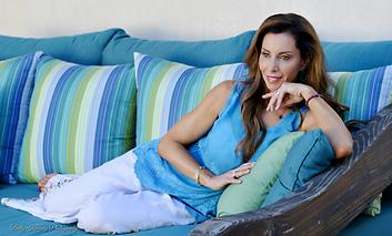 Lisa Mezzarella Blue_green sofa retouche