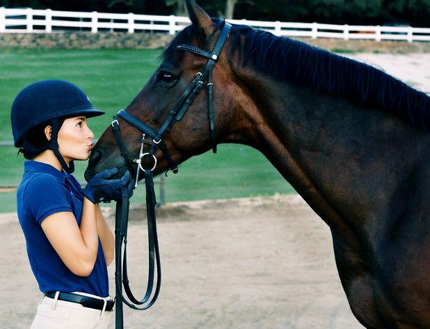 Ava kissing Boots 8-16- 17 yrsjpg.jpg