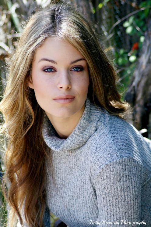 Nicolette Beauty greay sweater 2 text JPG.jpg