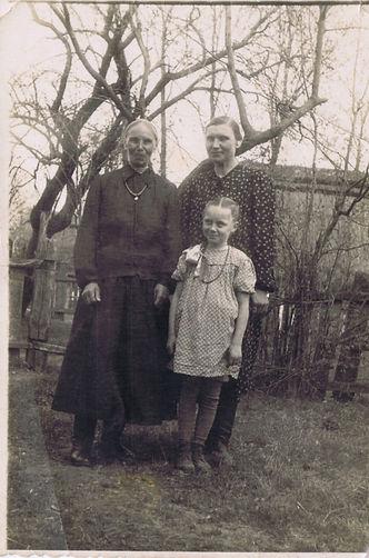 Hanna kopczacka z corka i wnuczka.jpg