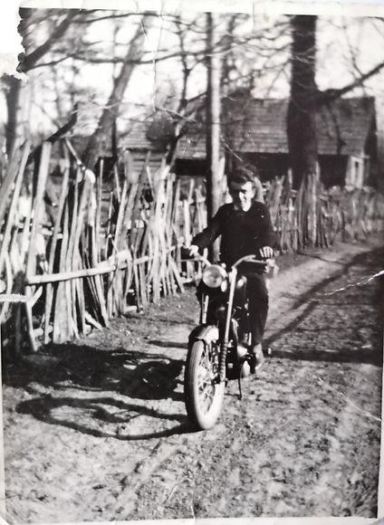 041 Na motocyklu Paweł Łuszczyński (Pawl