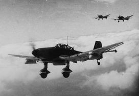 Ju 87 D-3 z I./SG 3 sfotografowane gdzieś na froncie wschodnim w 1944 (J. Crow via D. A. Davis).