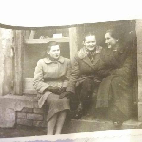 Elżbieta Stępień z koleżankami