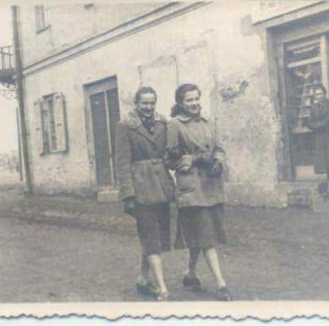 Elżbieta Stępień z koleżanką
