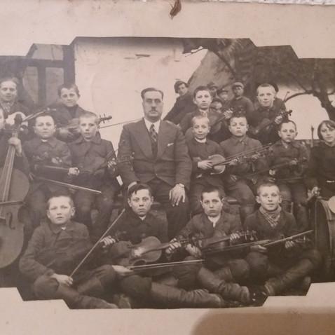 Uczniowie szkoły w  Niemirówku