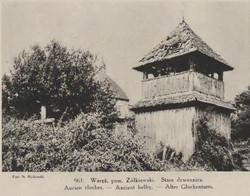 Stara dzwonnica przy cerkwi.