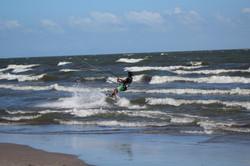 Kitesurfer sur le lac d'Ometepe