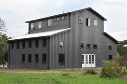 Raised Center Aisle Barn