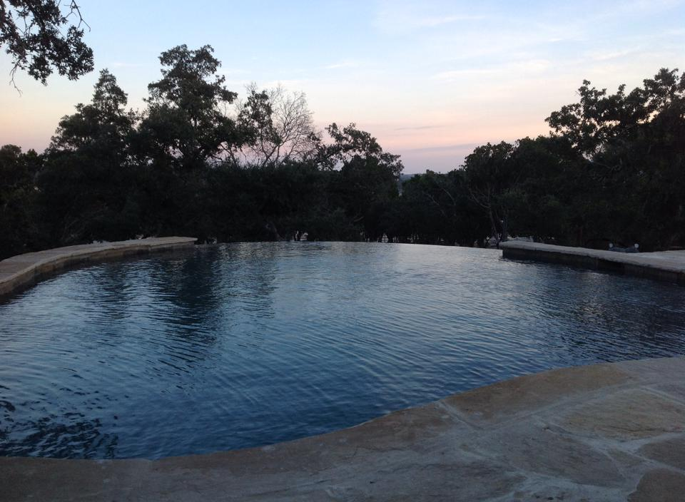 Pool with disappearing edge
