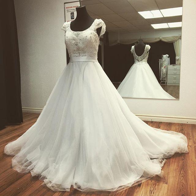 #capsleeves #weddingdress #wow #dress #joseenat 💍💍 De tous les styles, pour tous les goûts!