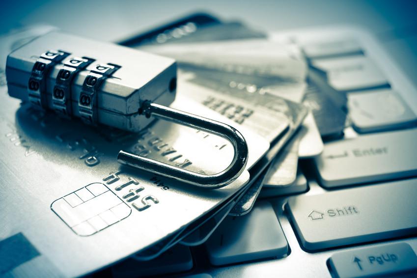 candado tarjetas teclado y bancos