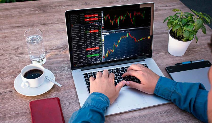 trader haciendo trading