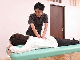 長野市こやま整骨院では国家資格を有したスタッフが施術を行います