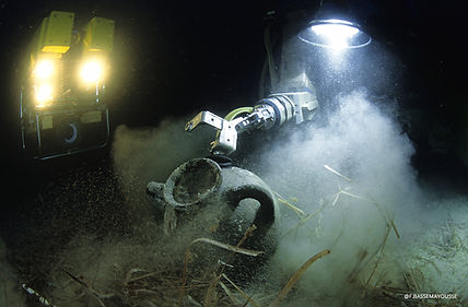 Frederic Bassemayousse - Photographe - Mi Air Mi Eau Photo, estruscan wreck, épave Etrusque, épave, wreck, Mediterranean antique wreck, submarine, sous-marin, Comex, remora 2000, ROV, Super Achile, amphore, Amphora, DRASSM