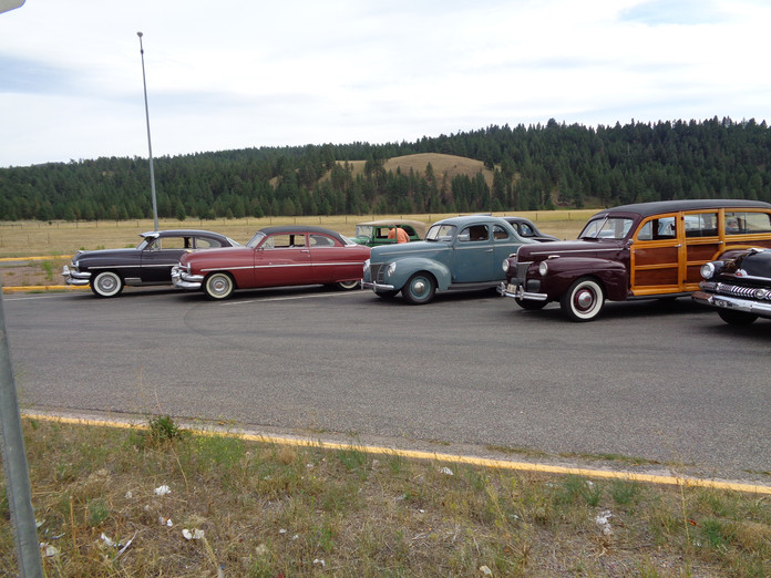 montana row of cars 1.JPG