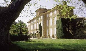 Vue_de_profil_du_Chateau_Pesquie.jpg
