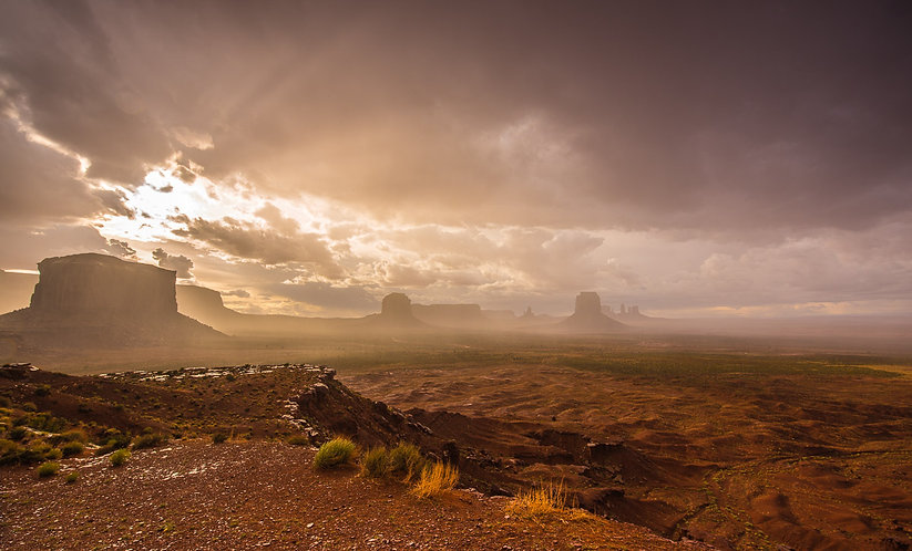 Tarde de tormenta sobre Monument Valley (USA)