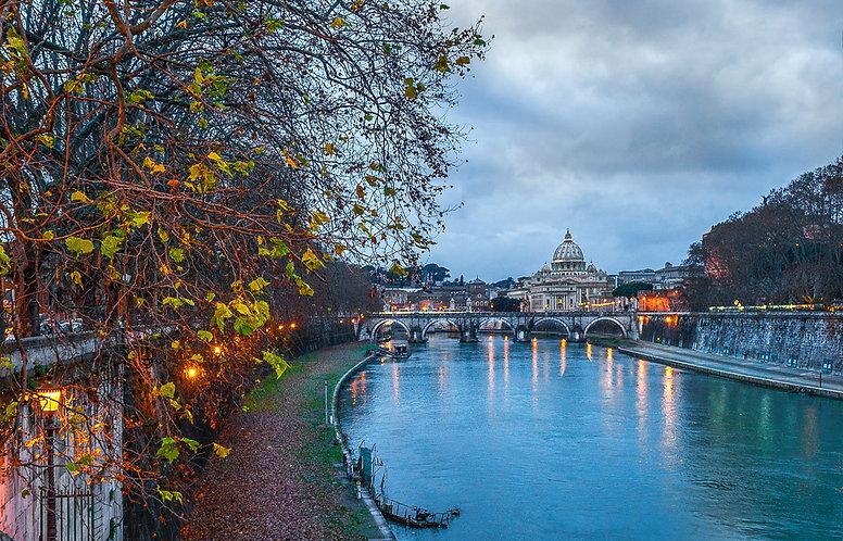 Rio Tíber y atardecer en Roma