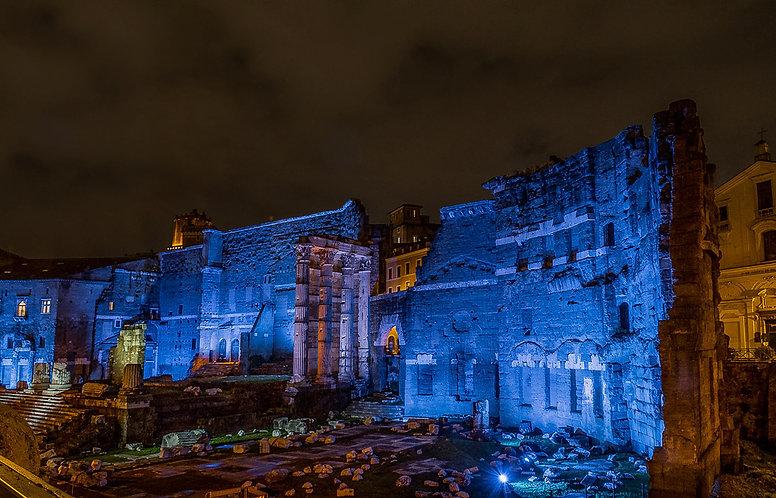 Foro de Trajano en la noche