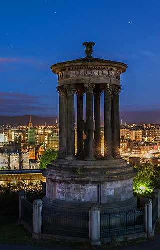Monumento de Edimburgo nocturno