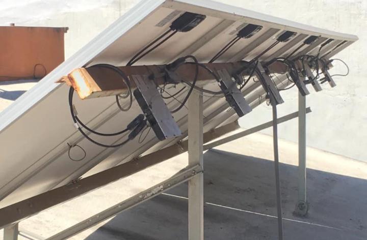par galvánico en paneles solares