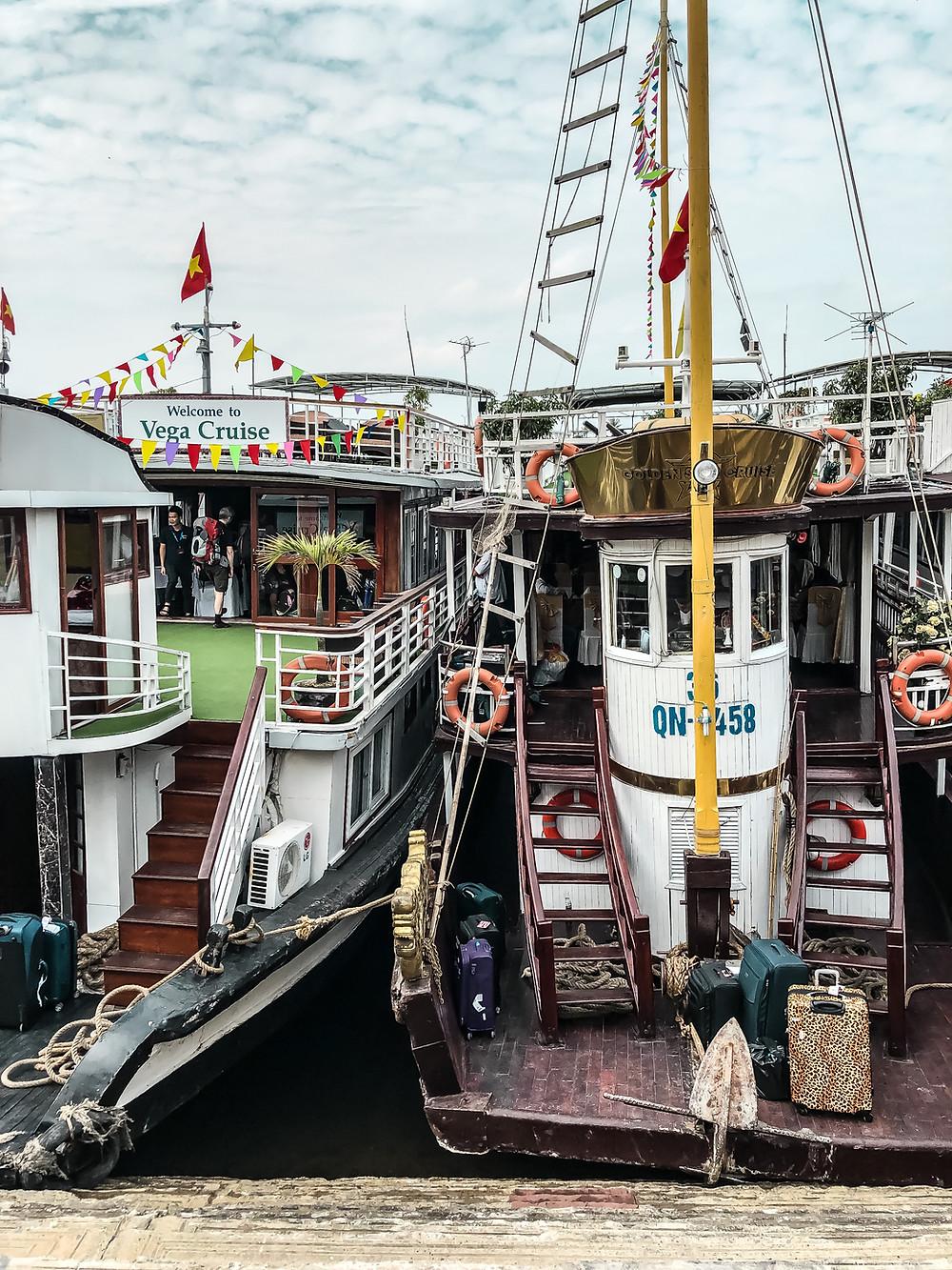Die Boote am Hafen von Cat Ba