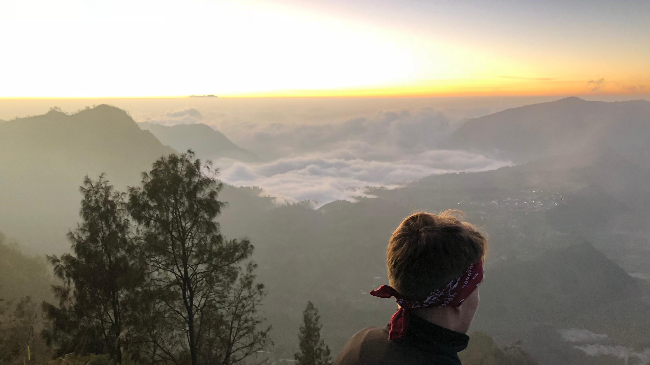 Sonnenaufgang bei einer Eiseskälte - im Hintergrund erstrecken sich die Vulkane