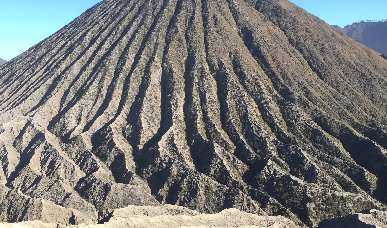 Vulkanlandschaft - mit aktiven und inaktiven Vulkanen