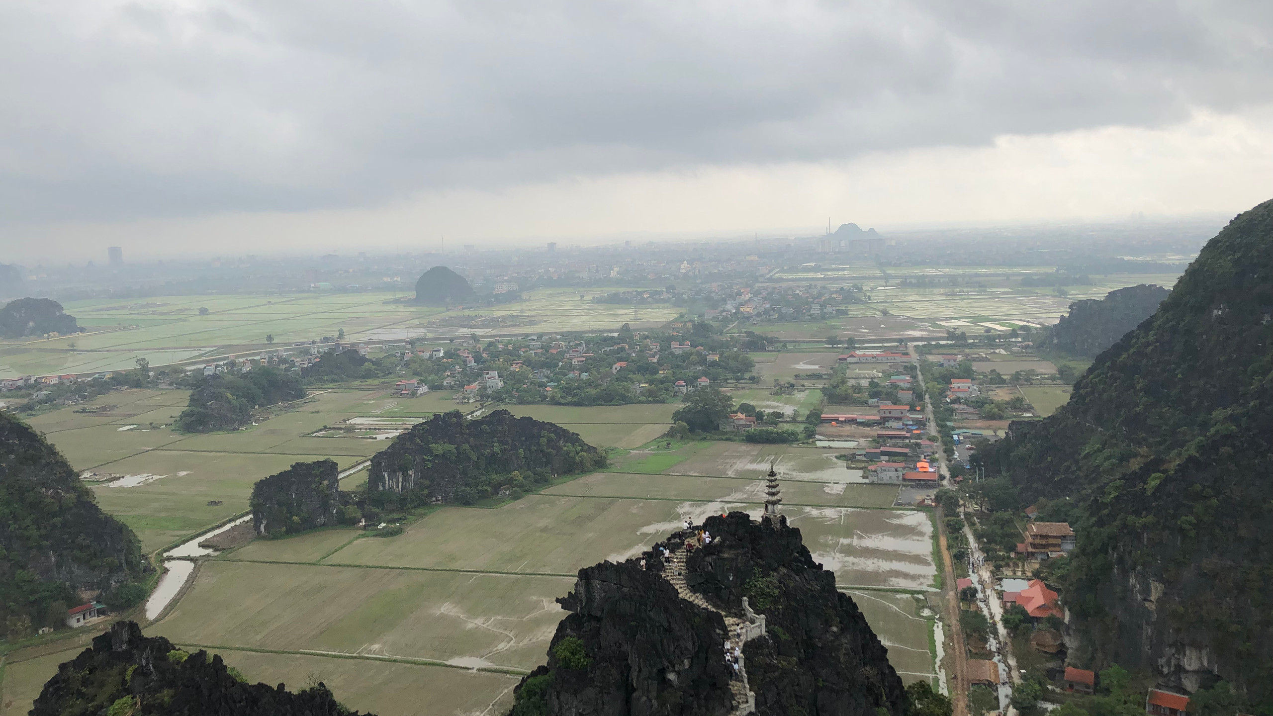 Provinz Tam Coc im Hintergrund