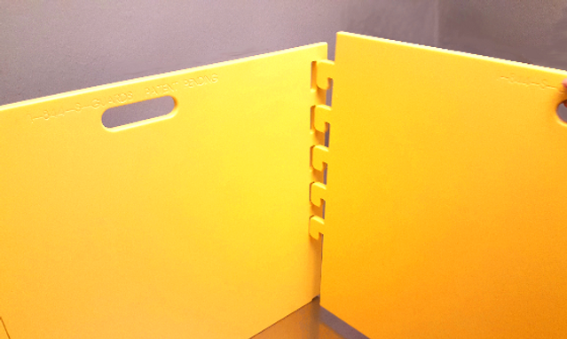 Splash-Guard portable barrier to reduce cross-contamination