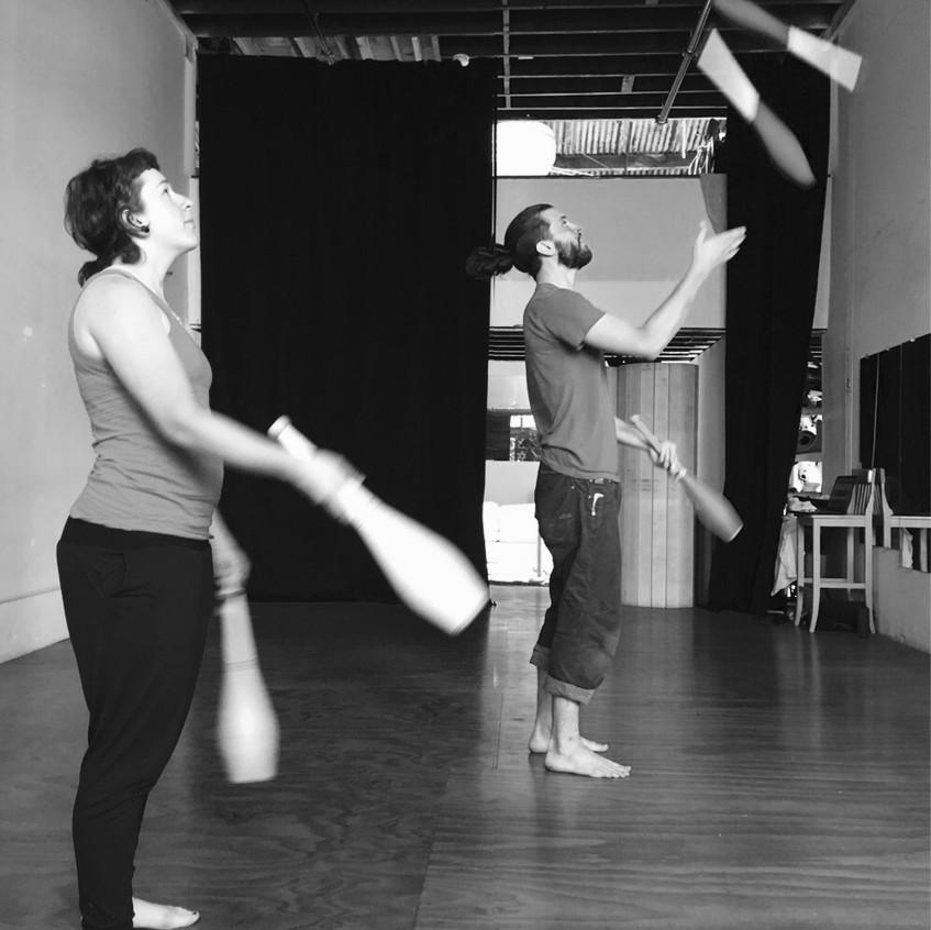 The jugglers at work