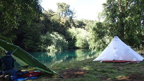 Neben dem Fluss schlaft es sich meistens im Besten! - Losleones.ch